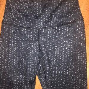 Pants - Lululemon Weave Capris. Black/Gray. Size 6/Small